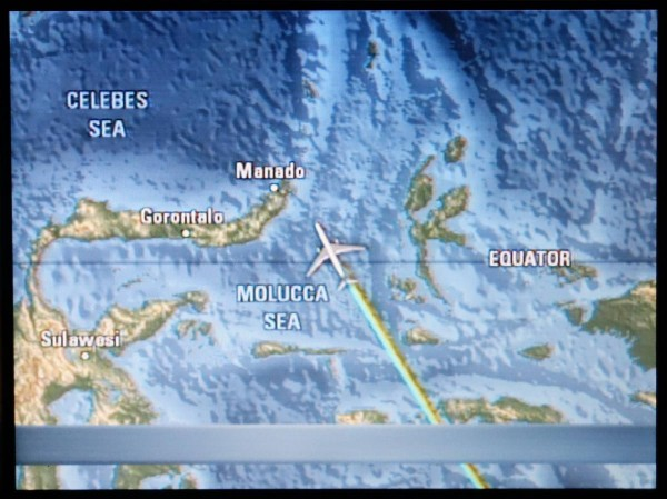 Notre avion qui traverse l'Équateur