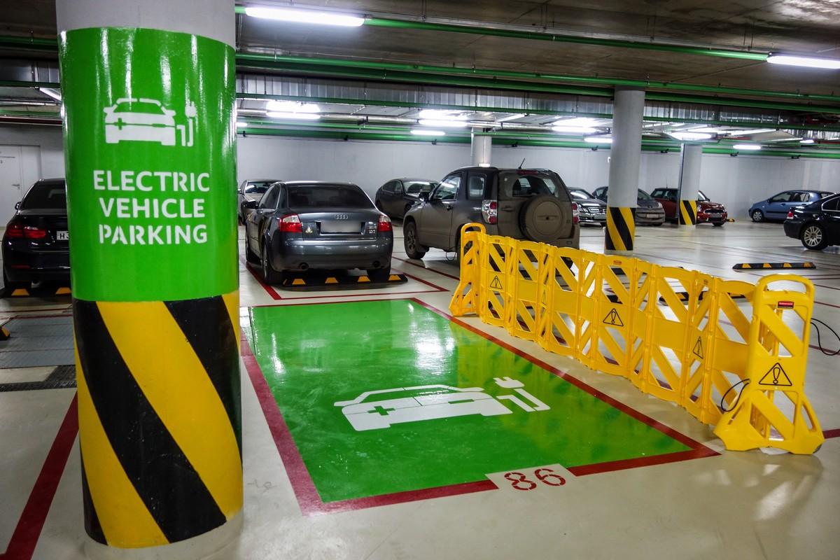 Эко-парковка с зарядкой