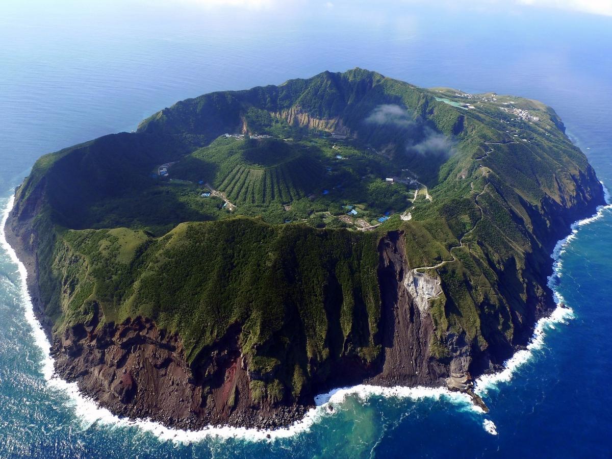 aogashima-island-japan-1