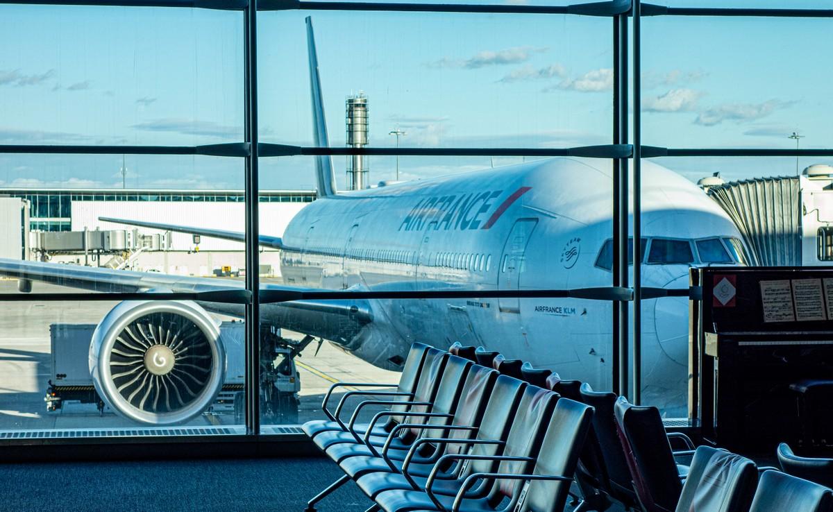 Пустынен мир, пусты аэропорты…