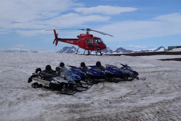 Langjökull est la deuxième plus grande calotte glacière d'Islande, après le Vatnajökull.