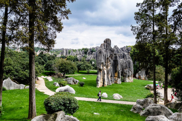 china-shilin-stone-forest-1