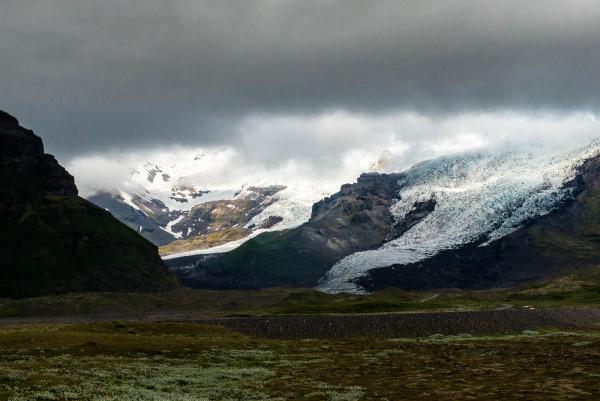 Die Ringstraße kreuzt ein paar Sanderflächen von Gletschern, die immer wieder einmal von den Gletschern überflutet werden.