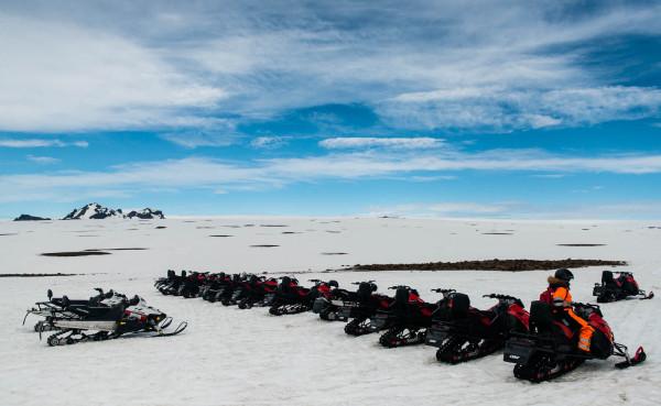 Am Langjökull gibt es zwei Hochlandpfade, aber wir haben keinen davon benutzt. Wir sind Schneemobil gefahren!