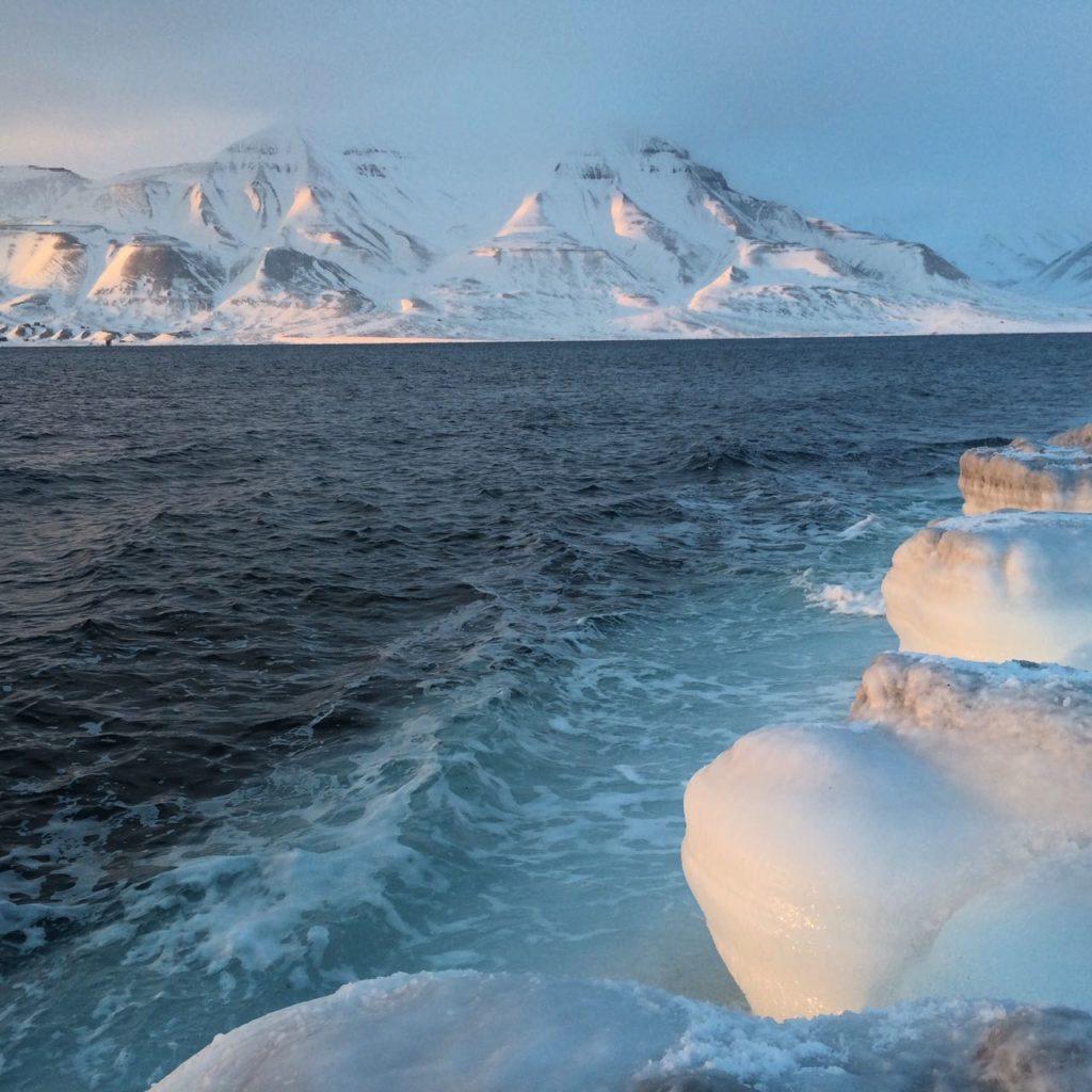 11人の勇敢な女性たち、スキーに乗って北極点へ