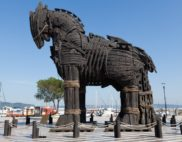 trojan horse statue