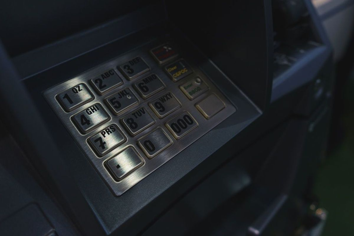 Criminals, ATMs and a cup of coffee