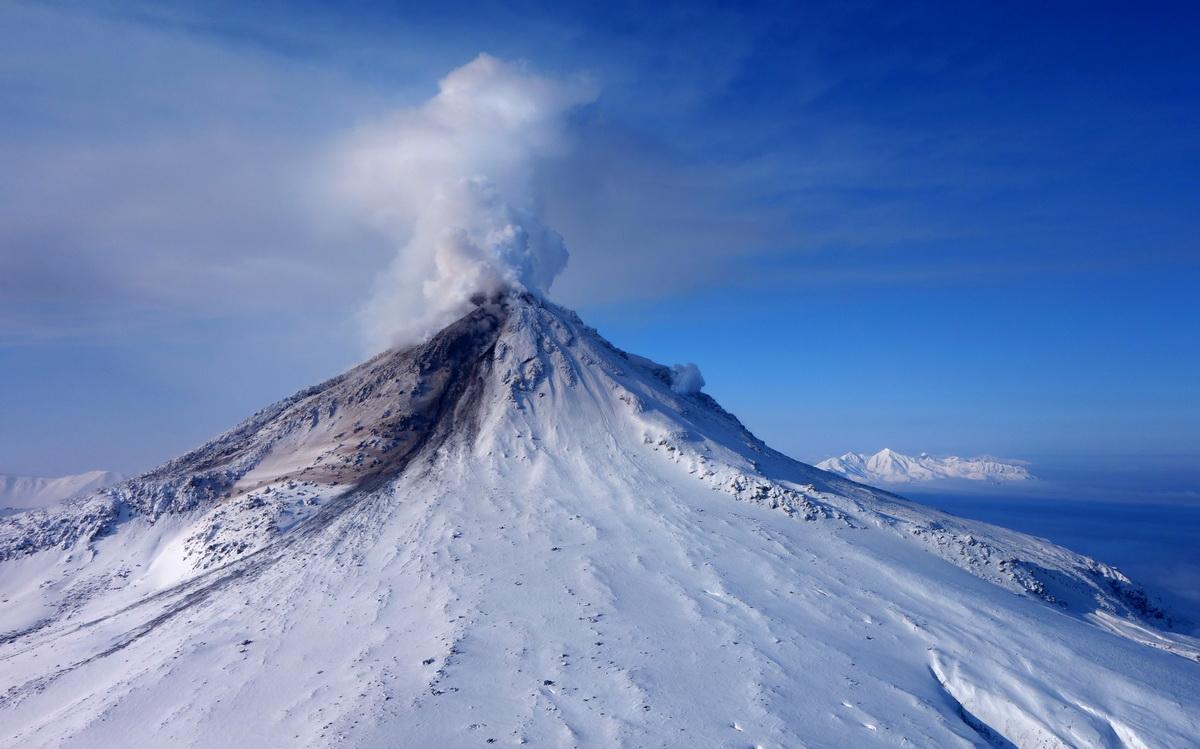 kizimen-volcano-winter-snow-kamchatka