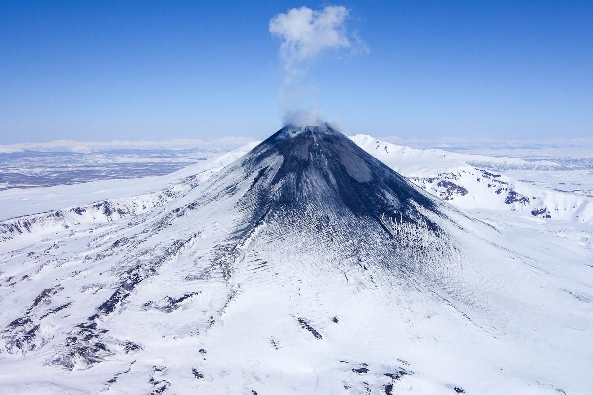 kamchatka-snow-winter-volcano-kizimen2