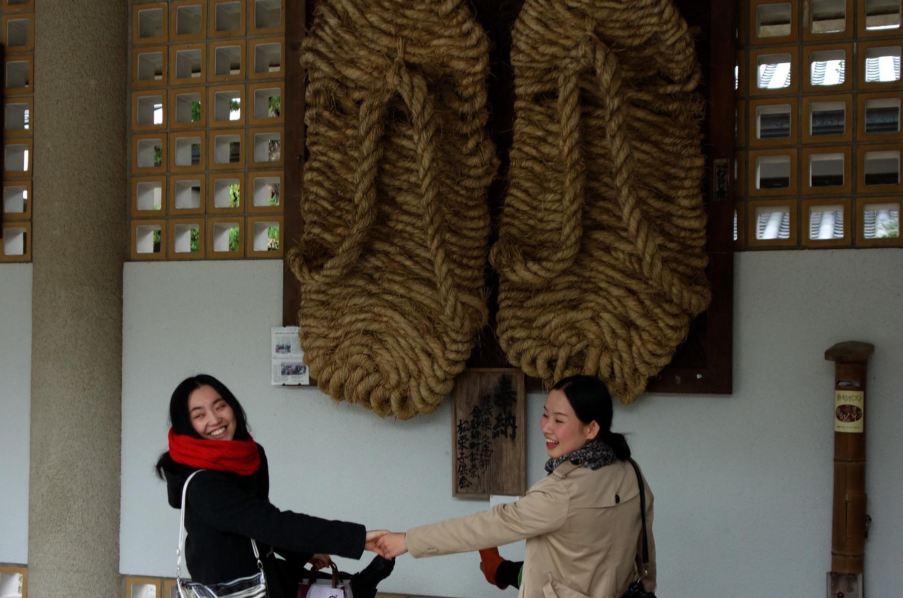 Grat Buddha statue in Kotoku-in. Buddha's slippers