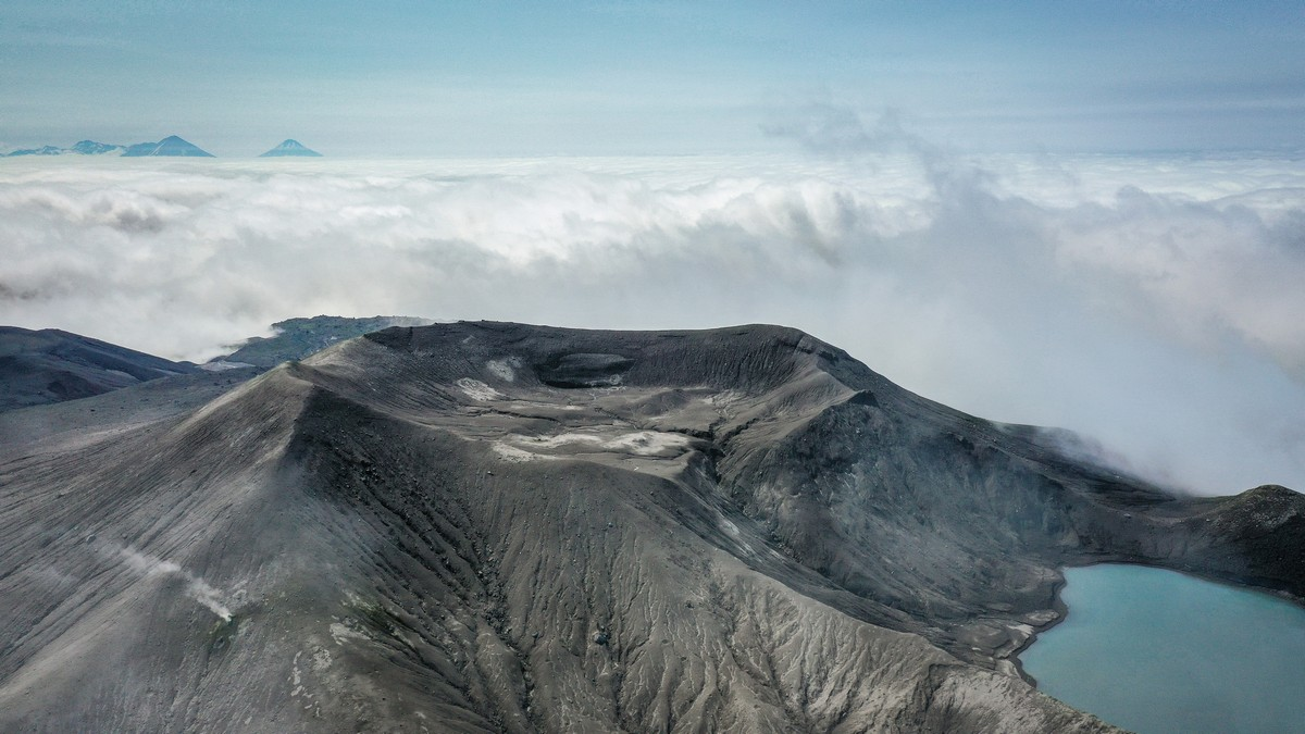 Paramushir: the island of gray ash and silent volcanic hiccups!
