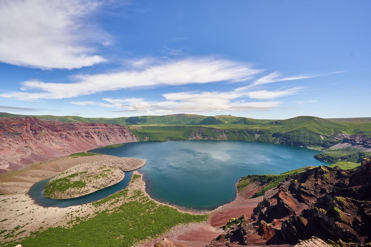 'Zavaritsky: a 'Festival of Vivid Volcanic Color that Couldn't Be Fuller!'