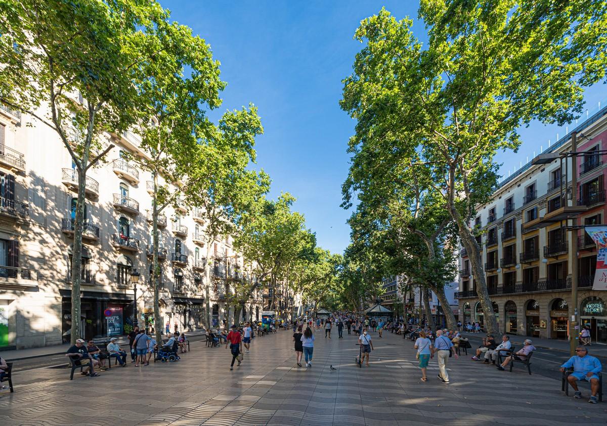 Express-tourism amid strict Spanish forbidden-ism.